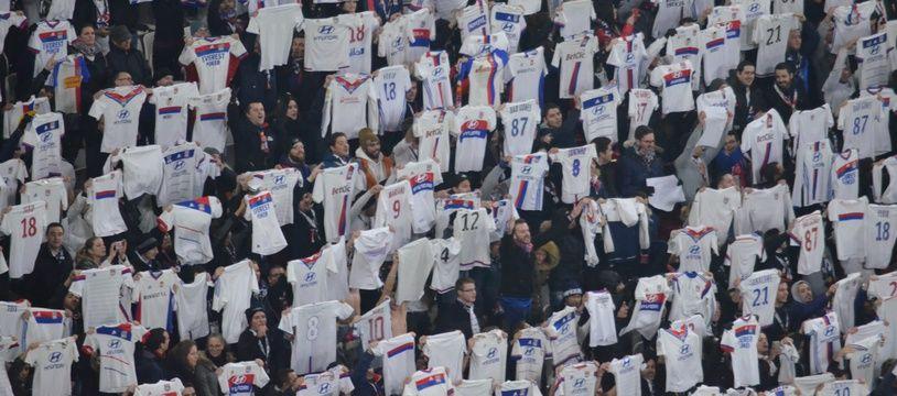 Les supporters lyonnais ont marqué le coup d'une victoire historique dans le derby, ce dimanche face à Montpellier.