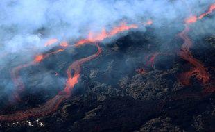 Le Piton de la Fournaise est entré en éruption ce vendredi à La Réunion.