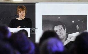 Chloé Verlhac, veuve de Tignous, lors de l'hommage rendu au dessinateur le 15 janvier 2015.