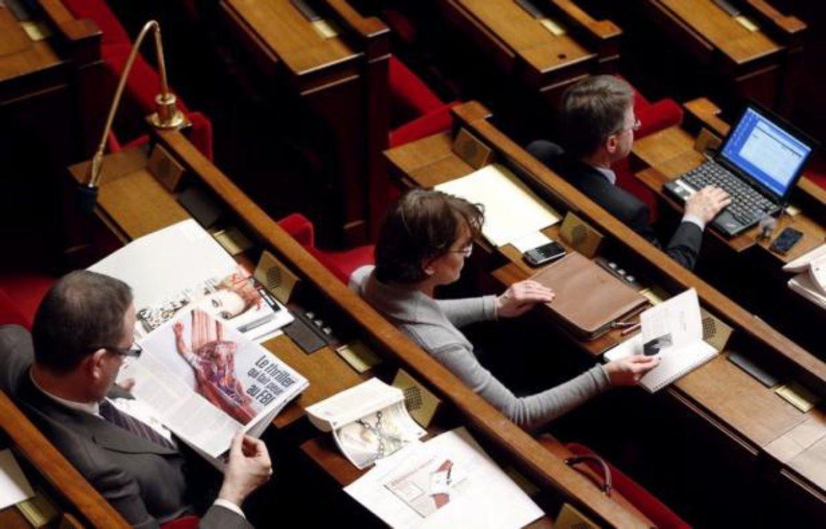 """Au dixième jour, les discussions sur le mariage homosexuel semblaient vendredi toucher à leur fin à l'Assemblée nationale, la gauche plaidant pour arrêter rapidement un """"débat qui tourne à vide"""" et les irréductibles UMP dans l'hémicycle accélérant le rythme. – Pierre Verdy afp.com"""