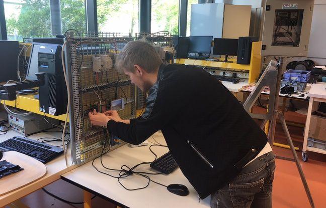 Un élève du lycée professionnel Jacques-Prévert, en train de travailler sur un projet.