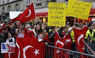 Des membres de la communauté truque en France manifestent près de l'Assemblée Nationale, à Paris, le 22 décembre 2011.