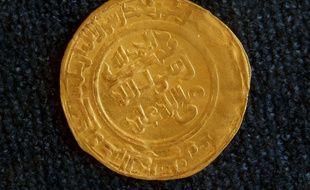 Une pièce en or de la dynastie Umayyad exposé au musée national d'Irak à Bagdad