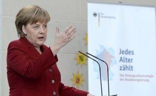 La chancelière Angela Merkel, tenante de l'austérité, se prépare à un bras de fer avec le socialiste François Hollande, s'il est élu président, mais tous deux n'auront d'autre choix que de s'entendre sur des mesures de relance, estiment des analystes.