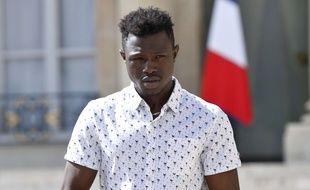 Mamoudou Gassama quitte l'Elysée après sa rencontre avec Emmanuel Macron, le 28 mai 2018.