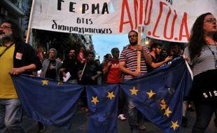 """Manifestation en faveur du """"Non"""" au référendum organisé par le gouvernement grec d'Alexis Tsipras, le 1er juin 2015 à Thessalonique en Grèce"""