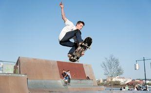 Un skateur au quai des Charrons. Illustration.
