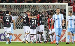 La joie des Niçois après l'ouverture du score de Balotelli contre la Lazio.