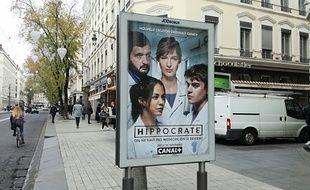Un panneau publicitaire sur le domaine public dans le centre de Lyon.