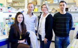 Perrine Royal, Guillaume Sandoz, Brigitte Wdziekonski et Pablo Avalos Prado travaillent sur les causes héréditaires de la migraine.