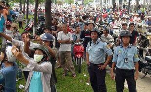 Manifestants vietnamiens anti-chinois devant une usine, le 14 mai 2014 à Binh Duong, au Vietnam