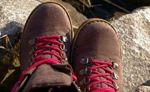 Des chaussures de randonnée. Illustration.