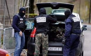 """Dix personnes dont une partie issue de la mouvance anarchiste de gauche ont été placées en garde à vue mardi après une série d'actes de """"sabotage"""" contre les chemins de fer qui ont entraîné de fortes perturbations dans le trafic des TGV, Thalys et Eurostar."""