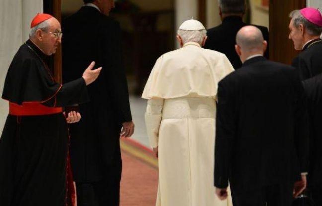 """De l'avis des vaticanistes, le pape idéal pour succéder à Joseph Ratzinger, théologien allemand, fin mais peu communicatif, doit être un """"bon pasteur"""", capable de s'adresser plus simplement aux catholiques mais aussi à l'ensemble du monde moderne."""