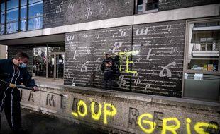 Des injures ont été taguées dans la nuit du 31 octobre 2020 sur le mémorial du génocide arménien à Décines, vers Lyon. Des tags signés