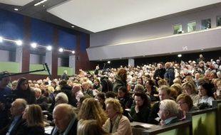 La présentation lundi soir à l'université Paris Dauphine du projet de centre d'hébergement d'urgence en bordure du bois de Boulogne, dans le XVIe arrondissement de Paris, a viré à la foire d'empoigne.