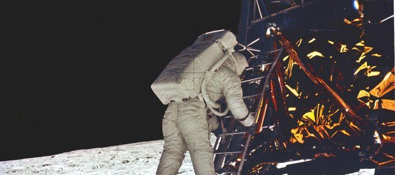 Buzz Aldrin s'apprête à poser son pied sur la Lune pour la première fois