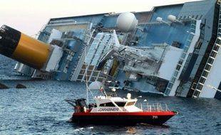 Le navire de croisière Costa Concordia qui s'est échoué