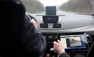 Les vingt premiers radars mobiles embarqués dans des voitures banalisées seront tous pleinement opérationnels d'ici à fin avril, a-t-on appris samedi de sources concordantes.