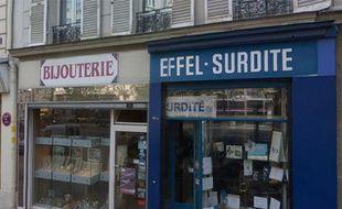 Capture d'écran de Google Street View montrant la bijouterie dans laquelle un braqueur a été abattu, le 19 juillet 2012 à Paris.
