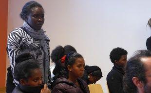 Lisette, Congolaise coincée à Vintimille, a peur pour l'avenir de ses enfants.