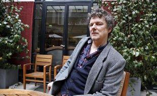 """Adapter un roman célèbre au cinéma est souvent risqué. S'attaquer au livre culte de générations d'adolescents """"L'Ecume des jours"""" de Boris Vian relève du défi ultime, que Michel Gondry, le plus """"bricolo"""" des réalisateurs français, a accepté de relever avec l'aide d'une pléiade de stars."""