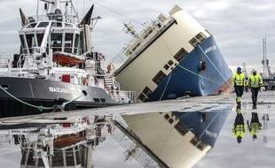 Arrivée du navire dans le port de Bilbao après son remorquage.