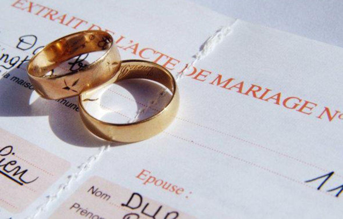 Des alliances et un acte de mariage. – F. DURAND / SIPA