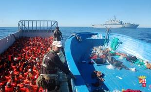 Des migrants secourus par la marine italienne près de Lampedusa, le 16 février 2014.