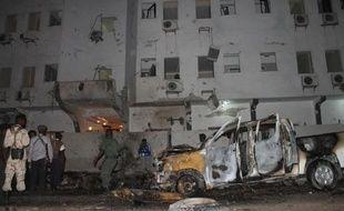 Au moins quatre personnes ont été tuées et 15 blessées vendredi dans l'explosion d'une voiture piégée contre un hôtel à Mogadiscio, selon un bilan officiel fourni par le gouvernement somalien.