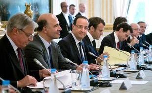François Hollande devrait s'exprimer mercredi en Conseil des ministres sur le différend qui oppose Cécile Duflot (Logement) à Manuel Valls (Intérieur) autour des Roms, a annoncé mardi une source gouvernementale.
