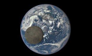 La Terre et la Lune photographiées en juillet 2015 par le satellite DSCOVR.