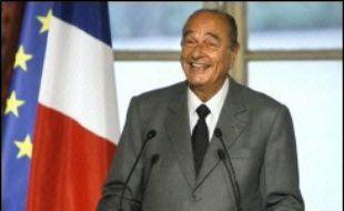 """Une éventuelle candidature à l'Elysée """"mérite réflexion et donc je vais y réfléchir"""", a déclaré jeudi Jacques Chirac lors de la cérémonie des voeux de la presse."""