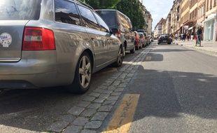 Les places de livraisons sont en stationnement payant dès 11h30 dans l'hypercentre de Strasbourg. Le 8 juillet 2019.