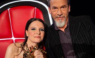 Anne Sila et Florent Pagny après la victoire de la jeune femme lors de The Voice All Stars le 23 octobre 2021