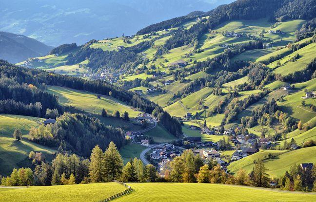 Sur les alpages des Dolomites, le paysage est fortement marqué par le travail des hommes.