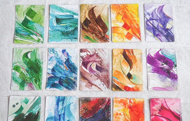 Une quinzaine de cartes du jeu, toutes illustrées par Ayman Hazzouri.
