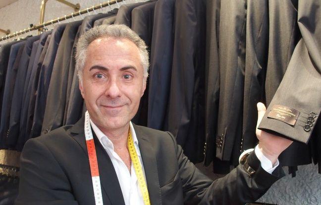 Paris, le 17 mai 2017. Le président Emmanuel Macron apprécie les costumes de la marque Vitale Barberis Canonico, fournis par Laurent Touboul.