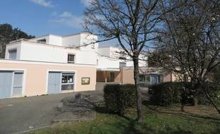 Villefontaine, le 24 Mars 2015, le directeur du groupe scolaire Mas du Raz, est soupçonné d'avoir violé des enfants de son établissement. Trois familles ont porté plainte. C. Girardon/20 minutes