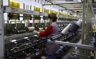 La production industrielle française a diminué de 0,8% en mars par rapport au mois précédent, après une hausse de 0,3% en février, a annoncé vendredi l'Insee dans un communiqué.
