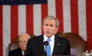 Le président George W. Bush a appelé lundi les Américains à garder confiance dans leur économie menacée de récession, et la classe politique à ne pas mettre en péril par un retrait, selon lui prématuré, la réussite de la mission des militaires américains en Irak.