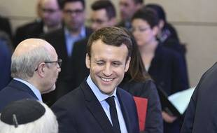 Emmanuel Macron peut se réjouir. La gérante d'une boutique du Touquet (Pas-de-Calais) surfe sur la macronmania en proposant des t-shirts à son effigi.