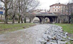 L'Yzeron, qui traverse Oullins, est une petite rivière capable de faire de gros dégâts.
