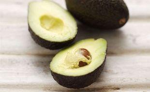 Avocat, huiles, noix et autres aliments riches en graisses constituent la base du régime cétogène, qui présente des vertus anticancer.