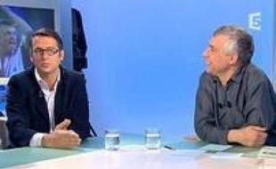 David Abiker et Daniel Schneidermann, sur le plateau de Arrêt sur images