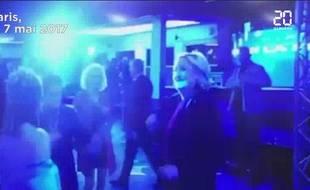 Marine Le Pen danse lors de la soirée électorale, le 7 mai 2017.