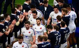 Les Bleus applaudis par les Ecossais après la défaite au Stade de France.
