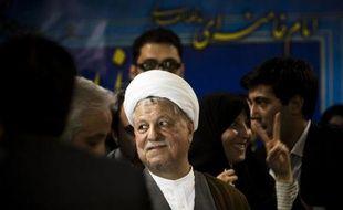 Le conservateur Saïd Jalili, chef du dossier nucléaire, et l'ex-président modéré Akbar Hachémi Rafsandjani se sont portés candidats samedi à la présidentielle du 14 juin en Iran, dont l'intérêt est relancé par l'entrée en lice de ces deux poids lourds.