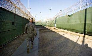 Le détenu retrouvé mort samedi à Guantanamo se nommait Adnan Farhan Abdoul Latif, un Yéménite de 32 ans incarcéré depuis plus de dix ans dans la controversée prison américaine sur l'île de Cuba, a annoncé mardi le Pentagone.