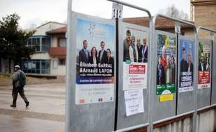 Illusration des panneaux électoraux à Castanet-Tolosan (Midi-Pyrénées).